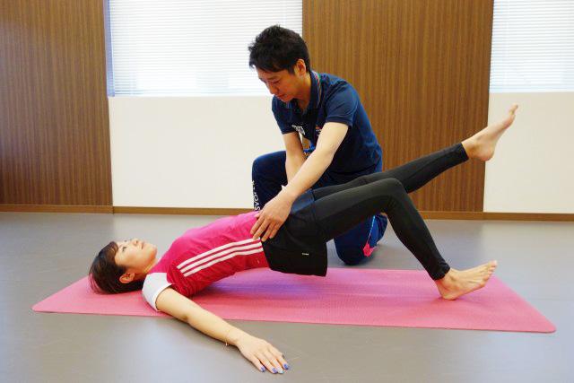 引き締まったお尻をつくる体幹トレーニング「ヒップリフト」の画像