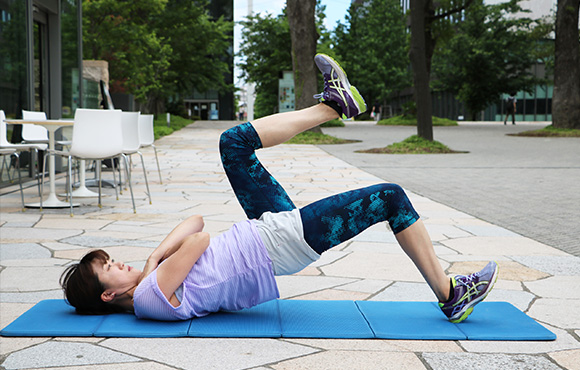 体幹とハムストリングを一度に鍛えるスタビライゼーショントレーニング