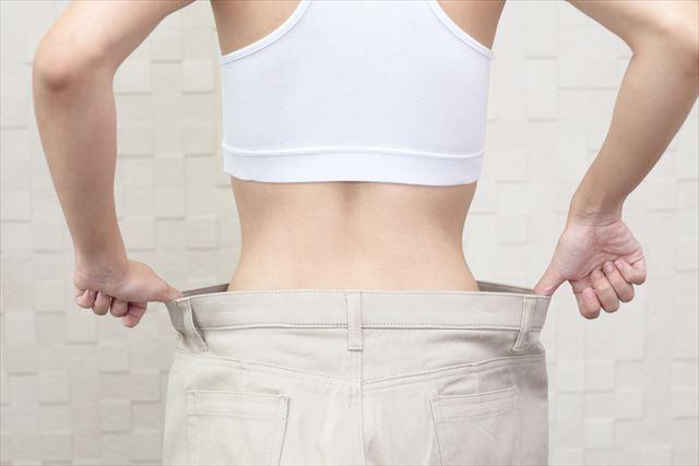 バランスボールでダイエットに成功した女性のがウェスト画像