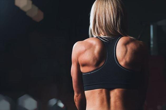 有酸素運動する女性の画像1