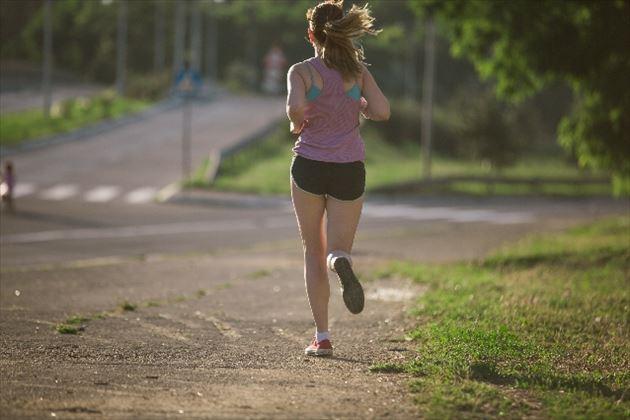 有酸素運動する女性の画像2