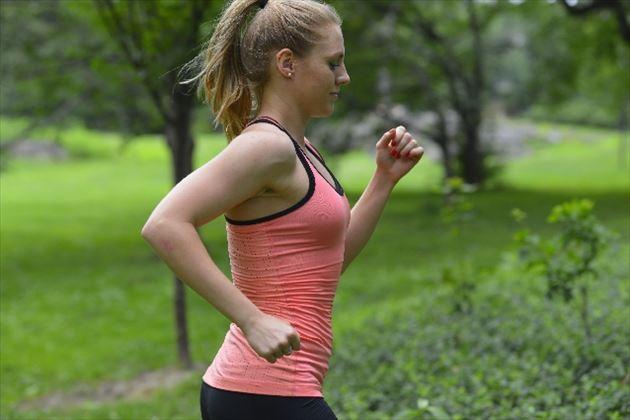 有酸素運動する女性の画像3