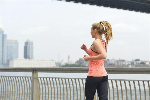 有酸素運動する女性の画像9
