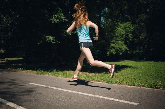 有酸素運動する女性の画像16