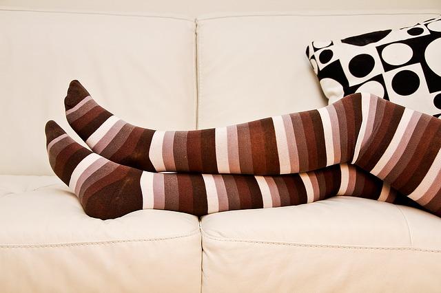 タイツをはいた脚の画像