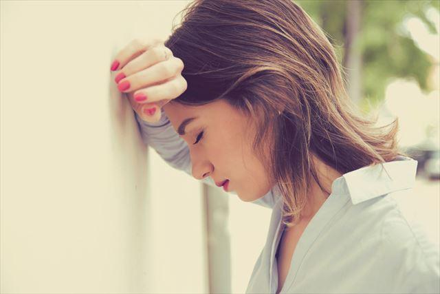 ストレスに悩む女性の画像